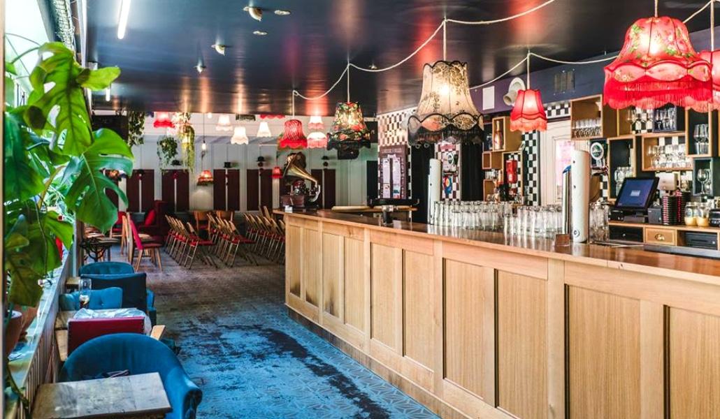 brancher des bars à Paris e-mail d'introduction datant